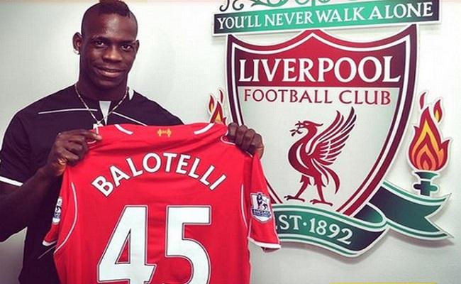 Balotelli treina no Liverpool e confirma acerto por três temporadas