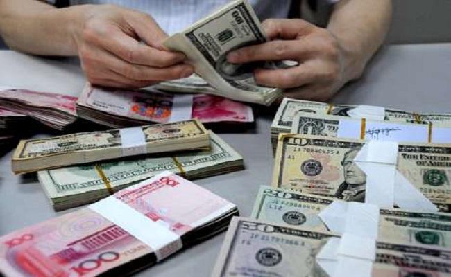 Brasileiros correm às casas de câmbio para aproveitar alívio no dólar