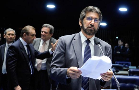 Raupp é contra convocação de tesoureiros na CPI da Petrobras