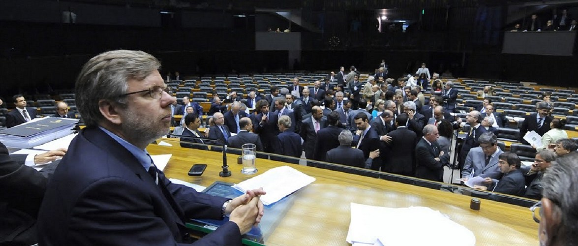 Deputados querem aumentar o próprio salário para R$ 33,7 mil
