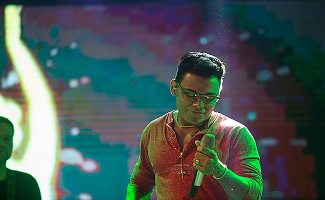 Pablo vira febre pelo país; choro provocado por sua música é hit na web