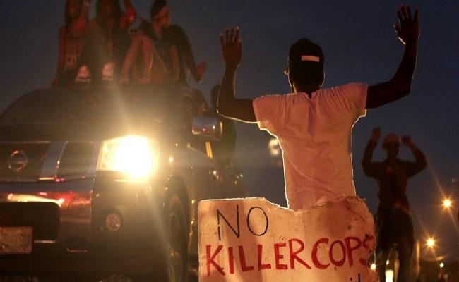 Polícia mata jovem negro em localidade perto de Ferguson
