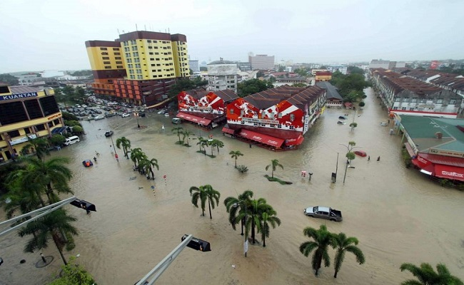 Inundações na Malásia deixam pelo menos 119 mil desalojados