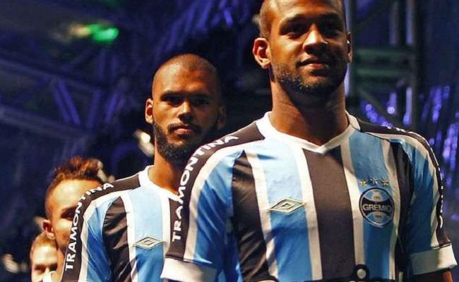 Grêmio lança uniforme em megaevento com show e torcida; veja