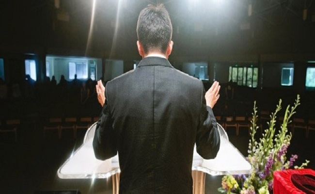 TST reconhece vínculo de emprego de pastor com Igreja Universal