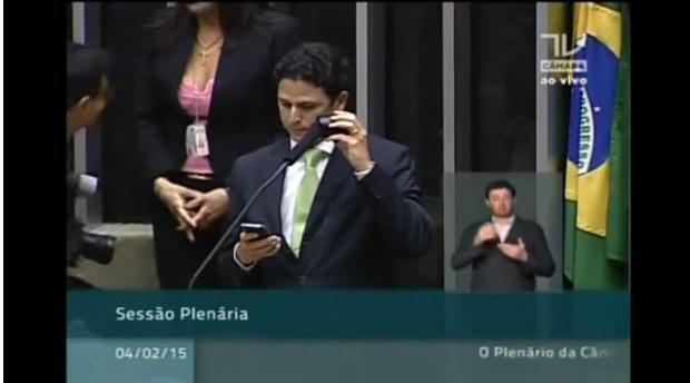 Vídeo hilário! Deputado reproduz na Câmara áudio de Dilma com falsas promessas e deixa petistas desesperados