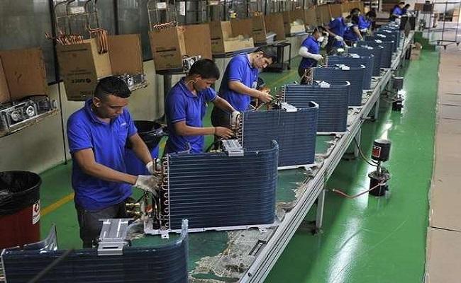 Indústria recua 3,2% em 2014, pior resultado em 5 anos