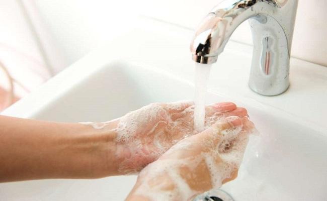 """Dentista que não lavava as mãos causa """"recall"""" de pacientes"""