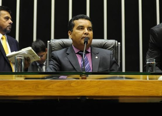 Garçon pede celeridade à transposição enquanto preside a Câmara