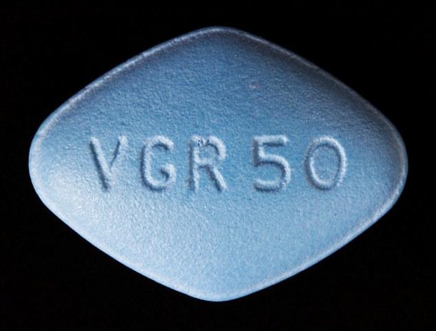 Homem compra Viagra à base de ervas pela internet e acaba sofrendo envenenamento