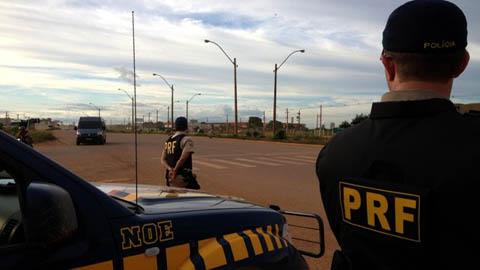 PRF apreende adolescentes em motos roubadas na BR-364