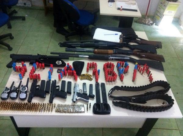 PM prende seis em Buritis e apreende até metralhadora com bando