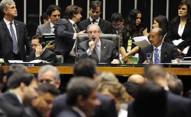 Pedido de impeachment é lido no plenário da Câmara