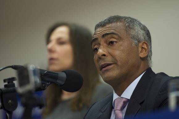 STF pede que Romário se manifeste em inquérito por crime ambiental