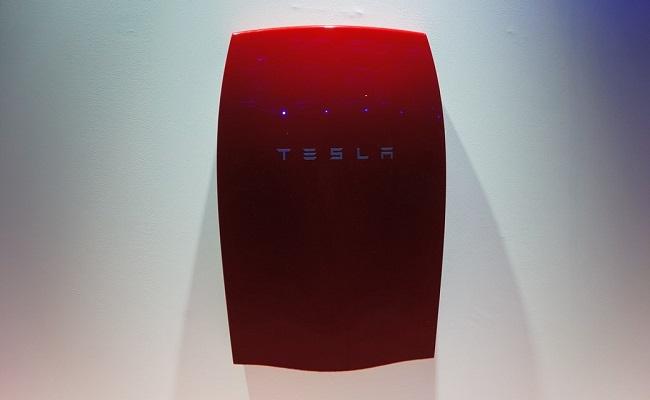 Empresa lança usina de energia solar portátil