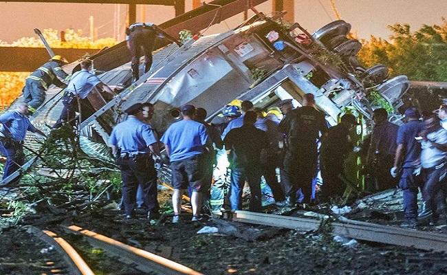 Trem com 243 a bordo descarrila, mata 5 e fere mais de 50 nos EUA