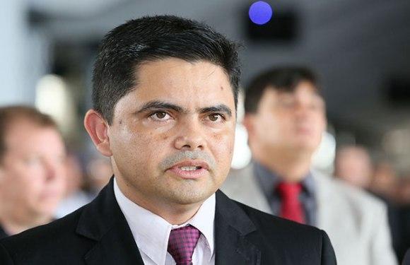 Candidato aprovado questiona convocação de irmão de deputado em concurso público e obtém liminar