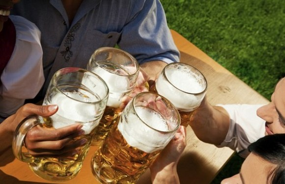 Beber cerveja traz felicidade, diz estudo