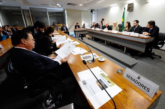 Comissão que investiga salários acima do teto realiza audiência na terça