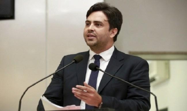 Léo Moraes requer Voto de Louvor a defensores públicos