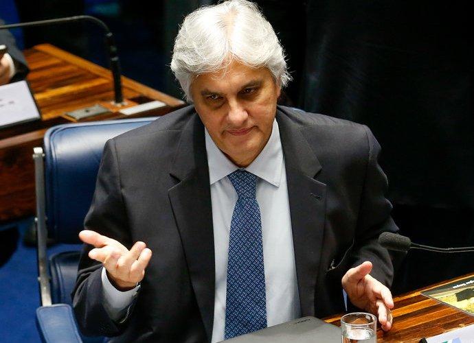 Delcídio acordou confiante de que reverterá situação, diz assessor