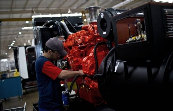 Faturamento da indústria cai 3,3% em outubro, diz CNI
