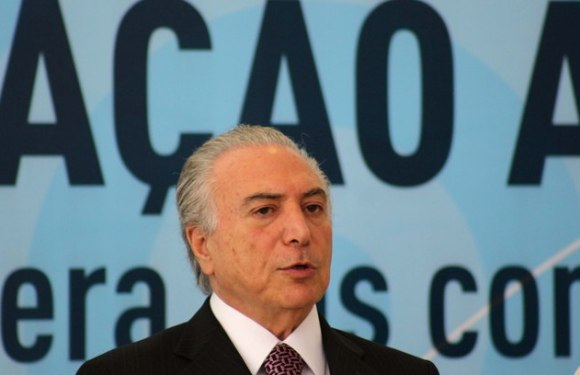 Presidente Michel Temer vai ao velório coletivo em Chapecó