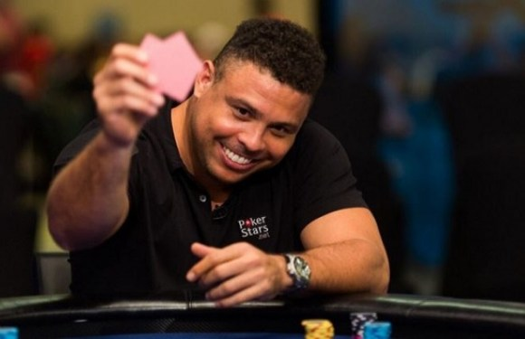 """""""Aqui meu peso não importa"""", diz Ronaldo Fenômeno sobre carreira no pôquer"""