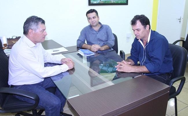 Edson Martins garante iluminação do campo de futebol de Castanheiras