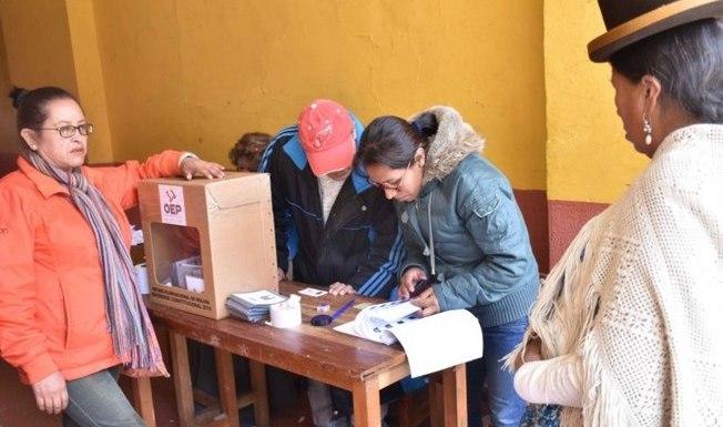 """Governo da Bolívia diz que houve """"empate técnico"""" em referendo"""