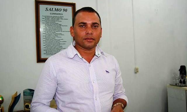 Prefeito de Corumbiara é afastado por dar emprego à parentes