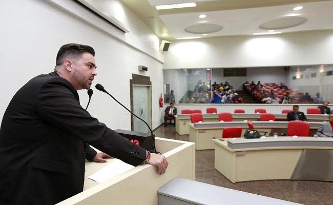 Léo Moraes destaca apoio de Confúcio Moura para posse de agentes penitenciários