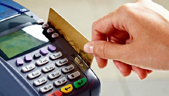 Juro do cartão de crédito alcança 419,60 e é o maior em 21 anos