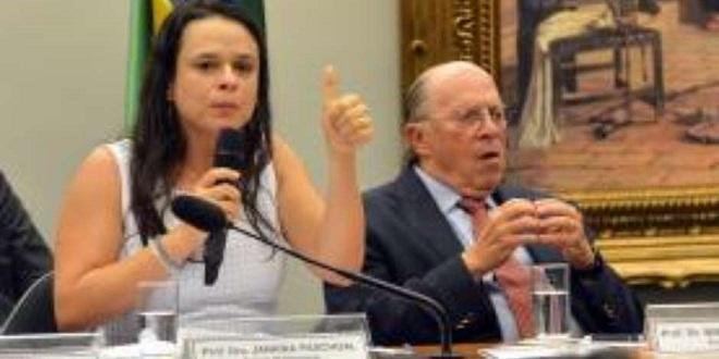Janaína Paschoal, que quer o impeachment de Dilma, defende procurador que deu cintadas na mulher
