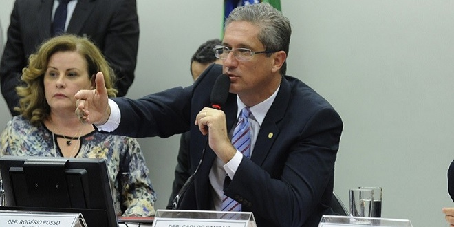 Cunha quer votar impeachment de Dilma no domingo; comissão abre sessão