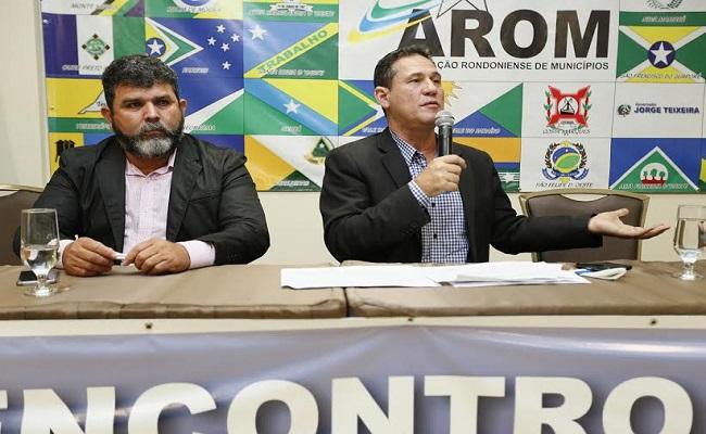 Maurão de Carvalho participa de encontro que reúne prefeitos dos 52 municípios