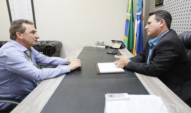 Prefeito de Rolim de Moura convida Maurão para inauguração de usina de asfalto