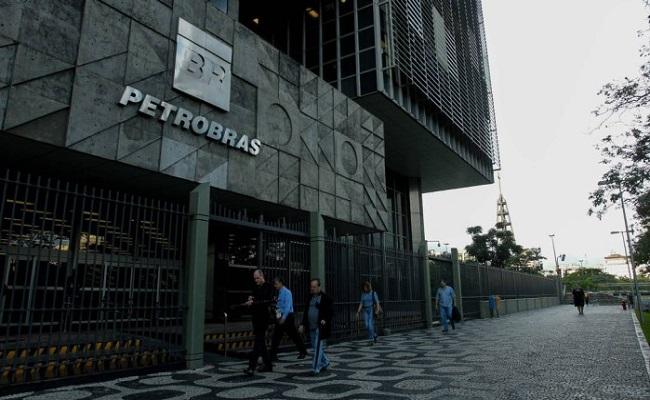 Petrobras lança plano de demissão voluntária a todos os funcionários