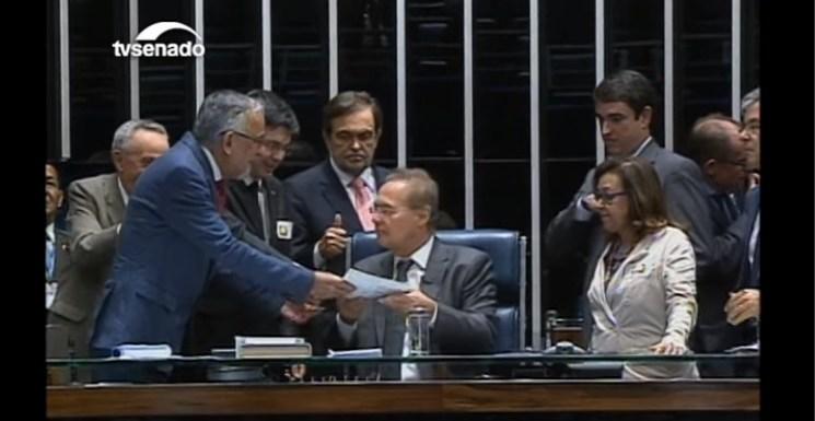 Renan decide ignorar Maranhão e seguir com impeachment