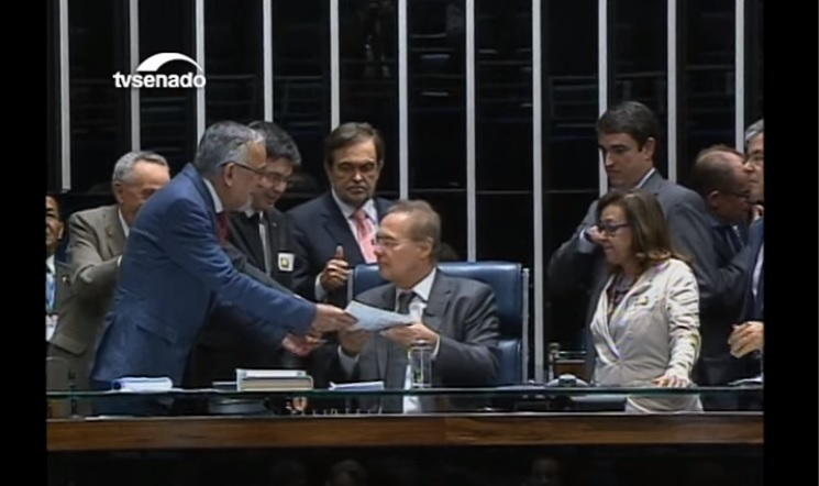 Aprovado relatório do impeachment no Senado