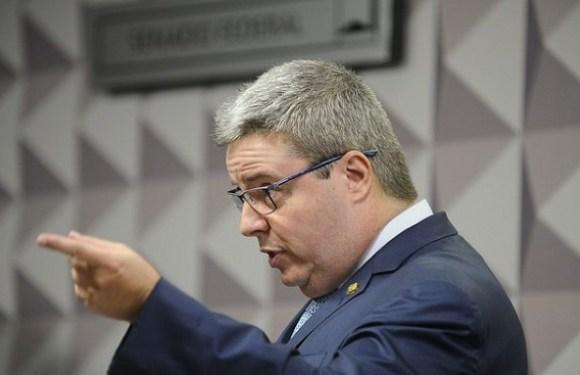 Anastasia recomenda continuidade do impeachment de Dilma; leia íntegra