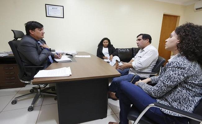 Deputado Cleiton Roque discute com técnicos da Sesau melhorias na área