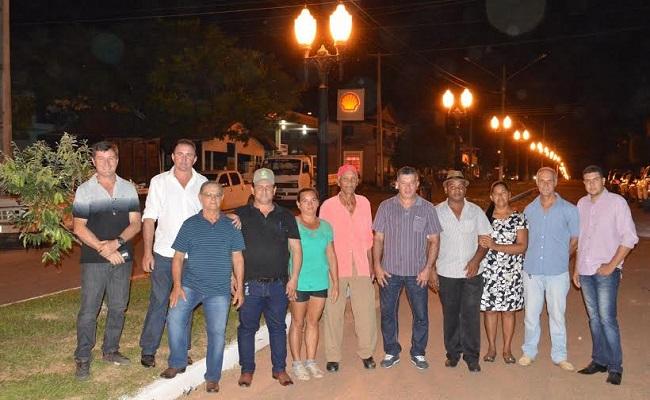 Deputado Edson Martins participa de entrega de iluminação decorativa em Vale do Paraíso