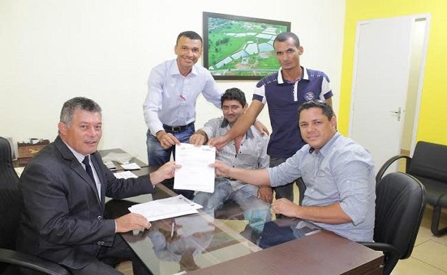 Deputado Edson Martins destina emenda de 130 mil para aquisição de veículo para o município de Theobroma
