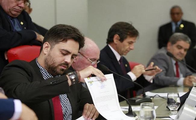 Léo Moraes propõe adoção de Justiça privada para conflitos públicos
