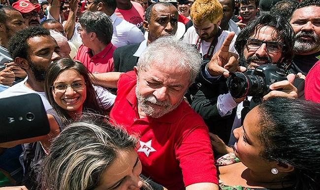 CBF paga R$ 35 mil por mês ao fotógrafo de Lula