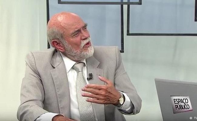 Para defender Dilma, ex-presidente da OAB compara impeachment a caso Collor