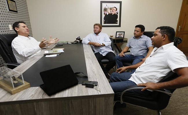 Maurão de Carvalho recebe lideranças de Ministro Andreazza