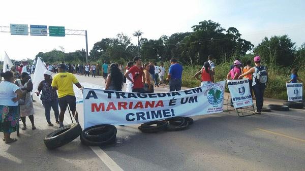 Baderneiros da CUT e do PT fecham a BR 364 em Porto Velho