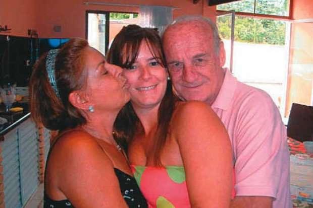 Filha acusada participar de assassinato dos pais é absolvida por falta de provas